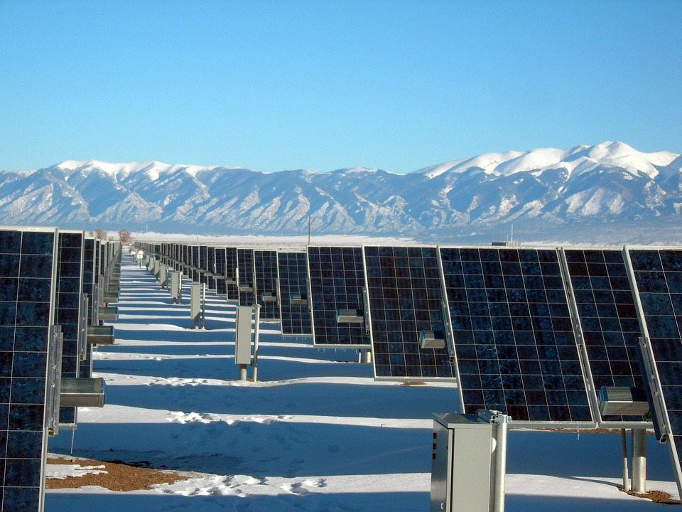 solar-panel-array-1591359_960_720