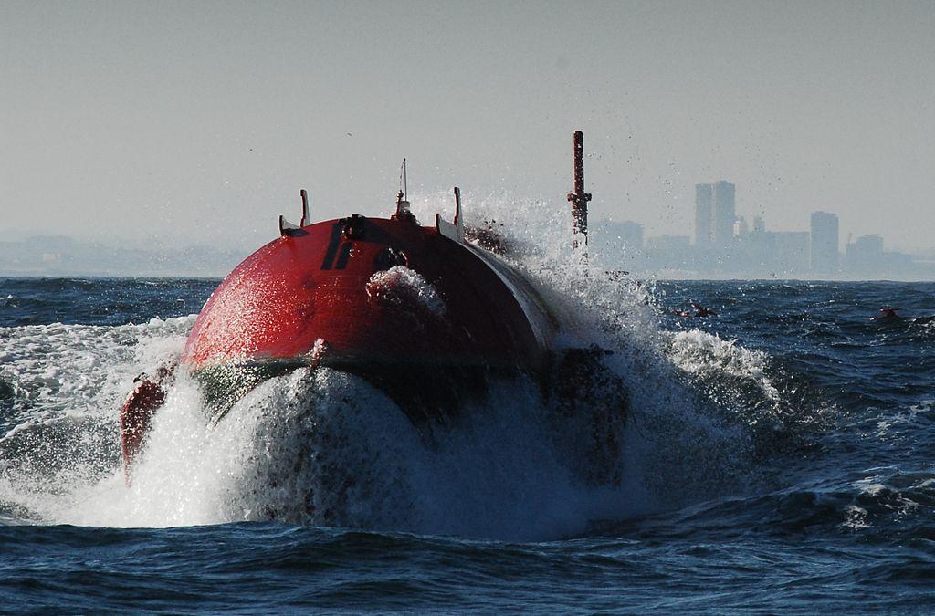 Proue de la machine Pelamis destinée à récupérer l'énergie des vagues, Portugal